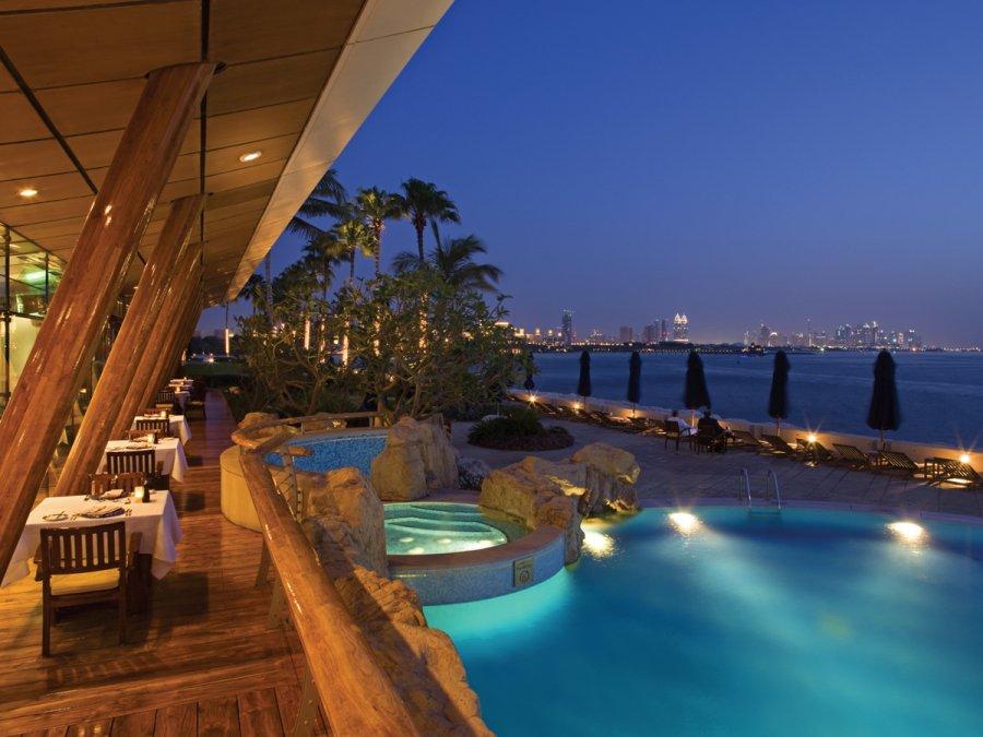 dubai-hotel-outdoor-pool