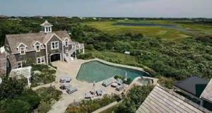 Kourtney Kardashian splashes $6600/night on Luxury Accommodation While on Holiday